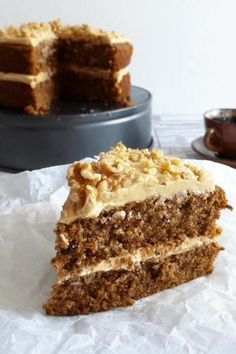 This coffee and walnut cake with coffee cream cheese buttercream frosting is a British classic. Coffee soaked sponge cake with a rich coffee icing to finish Coffee Recipes, My Recipes, Baking Recipes, Cake Recipes, Walnut Recipes, Coffee Icing, Coffee Cake, Coffee Frosting Recipe, Desserts