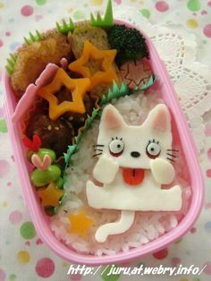 Bento is a single-portion takeout or home-packed meal common in Japanese cuisine. They are decorated to look like people, animals, buildings and monuments, or items such as flowers and plants. Cute Bento Boxes, Bento Box Lunch, Bento Food, Cute Food, Good Food, Japanese Food Art, Kawaii Bento, Bento Recipes, Food Humor