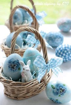 Dekoideen fr osterdeko mit ostereiern diy easter pinterest easter basket with blue gingham eggs negle Image collections