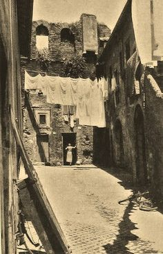 Roma Trastevere Vicolo Moroni - lavandaia   #TuscanyAgriturismoGiratola