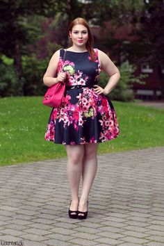 Black and floral dress. Plus size, curvy. Classy.