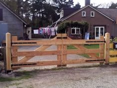lariks douglas toegangspoort zwart beslag 400 cm Driveway Fence, Fence Gate, Fences, Double Wooden Gates, Farm Gate, Carport Garage, Horse Stables, Garden Gates, My Dream Home