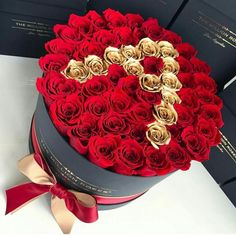 Shared by xx_am. Find images and videos about flowers, red and gold on We Heart It - the app to get lost in what you love. Diy Bouquet, Candy Bouquet, Beautiful Rose Flowers, Love Flowers, Chocolate Flowers Bouquet, Flower Box Gift, Flower Letters, Luxury Flowers, Unique Birthday Gifts