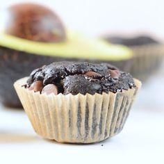 Keto chocolate avocado muffins easy, healthy, gluten free, f Low Carb Desserts, Healthy Desserts, Easy Desserts, Dessert Recipes, Healthy Fats, Avocado Muffins, Vegan Muffins, Dessert Simple, Muffins Sains