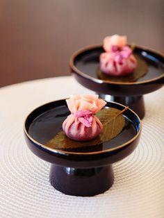 春を感じる桜の塩漬けが見た目と味のアクセント!|『ELLE a table』はおしゃれで簡単なレシピが満載!