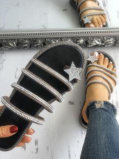 f8d1e49103677f Shiny Star Multi-strap Non-Slip Flat Sandals Cute Shoes Flats