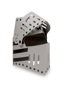Ritterhelm Löwe. 4-er Set. Aus stabilem Karton gearbeitet und mit klappbarem Visier und detailliertem Löwenmotiv verziert, sind die Helme ein notwendiges Utensil für kleine Recken auf Abenteuersuche!