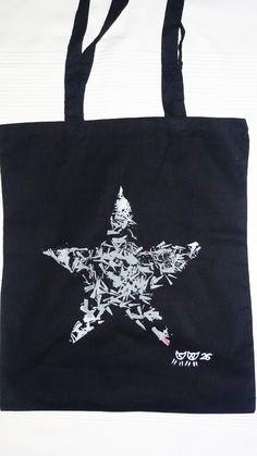 Bolsa de algodón pintada a mano, artesanía textil, ilustración. https://www.facebook.com/sandoranekoneko http://sandoraneko.blogspot.com.es/