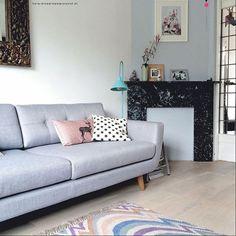 Vera staat prachtig in deze lichte Skandinavisch getinte woonkamer! #deens #design