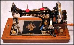 """THE ULTIMATE """" PFAFF"""" ANTIQUE HAND CRANK SEWING MACHINE - STUNNING CONDITION"""