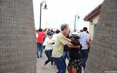 Un dimanche en bord de mer à #SantaCruz : #Salsa sous le fog. #Californie
