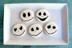 How to properly decorate sugar cookies. Jack Skellington by SweetSugarBelle
