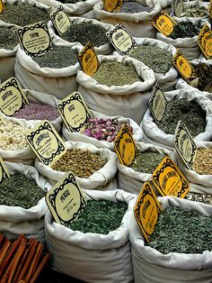 Herbs at the market in Uzes Farmers Market Display, Market Displays, Southern France, Spices And Herbs, Spice Things Up, Things To Sell, Marketing, Shopping, Bazaars