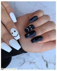 Acrylic Nails Coffin Short, Simple Acrylic Nails, Best Acrylic Nails, Acrylic Nail Designs, Black Nail Designs, Simple Nail Designs, White Coffin Nails, Pastel Nails, Edgy Nails