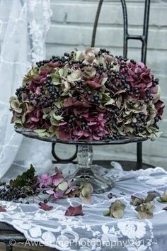 like this idea for a dried flower cake - ~AweSomeLiving~: Een HerfstTaart ….like this idea for a dried flower cake ~AweSomeLiving~: Een HerfstTaart ….like this idea for a dried flower cake Deco Floral, Arte Floral, Floral Design, Hortensia Hydrangea, Pink Hydrangea, Vase Deco, Deco Table, Decoration Table, Thanksgiving Decorations