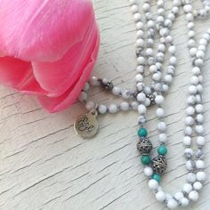 Howlite handmade necklace by EriSolBijoux