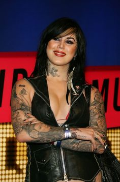 Kat Von D Photos - Tatoo artist Kat Von D arrives at the 2007 MTV Video Music Awards held at The Palms Hotel and Casino on September 2007 in Las Vegas, Nevada. Hot Tattoos, Body Art Tattoos, Girl Tattoos, Mtv Video Music Award, Music Awards, Tattoed Women, Kat Von D Tattoos, Heavy Metal Girl, Hot Tattoo Girls