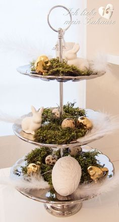 How do I decorate an Easter cake stand? I love my home country house style How do I decorate an Easter cake stand? I love my home country house style Home Decor Baskets, Basket Decoration, Bedroom Furniture Sets, Diy Bedroom Decor, Easter Cake Stand, Country Decor, Farmhouse Decor, Country Style Homes, Decorating On A Budget