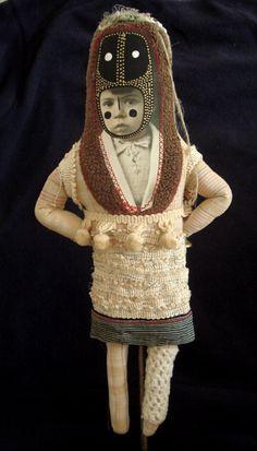 les premières poupées   Cecile PERRA plasticienne: cecile.perra@wanadoo.fr