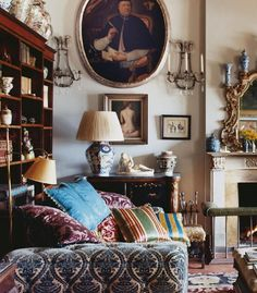 sitting room in Florence of English designer My Living Room, Living Spaces, Room Inspiration, Interior Inspiration, English Living Rooms, Cosy Home, English Interior, English Country Decor, World Of Interiors