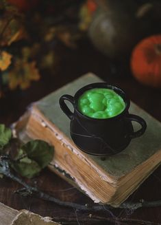 You are boiling the caudron on top of your spell recipe book. Hurry up it will soon be Halloween. Got cast your spells on the little goblins and ghosts. Halloween Gif, Halloween 2018, Happy Halloween, Mini Desserts, Hogwarts, Cheshire, Witch Aesthetic, Autumn Aesthetic, Halloween Wallpaper Iphone