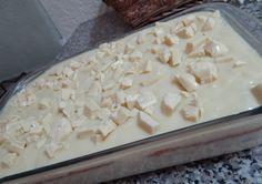 O Pavê de Chocolate Branco é uma sobremesa deliciosa e fácil de fazer. Faça para os seus familiares e convidados e receba muitos elogios! Veja Também: Pavê