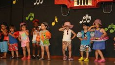 Colección de COREOGRAFÍAS para la fiesta de fin de curso Birthday Cupcakes, Birthday Parties, Orla Infantil, Christmas Dance, Uptown Funk, End Of Year, Teaching Spanish, Zumba, Musicals
