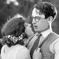 Jobyna Ralston and Harold Lloyd in 'Girl Shy', 1924 Harold Lloyd, Turner Classic Movies, Classic Films, Silent Film Stars, Movie Stars, Vintage Hollywood, Classic Hollywood, Hollywood Hills, Hollywood Stars