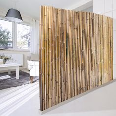 Ideas for bamboo privacy screen porches Bamboo Privacy Fence, Privacy Fences, Pallet Fence, Diy Fence, Balcony Curtains, Balcony Planters, Room Partition Designs, Balcony Furniture, Diy Porch