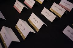 Stripes of glittery pink, gold and black were used as entree indicators on these seating cards.