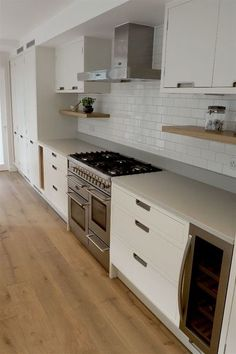 At TRUE Bespoke kitchens we are passionate about creating unique, simple yet beautifully crafted cabinetry made from the finest materials. Modern Kitchen Interiors, Home Decor Kitchen, Kitchen Ideas, Danish Kitchen, Handleless Kitchen, Side Return, Bright Kitchens, Bespoke Kitchens, Oak Cabinets
