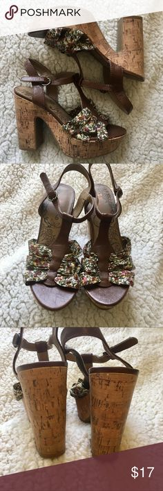 Jellypop heels size 6.5 Cork heel and floral print jellypop heels. Slightly worn but still in great condition. Size 6.5 JellyPop Shoes Heels