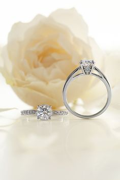 Crossing Star Blue Diamond Something Blue Engagement Ring 婚約指輪 STAR JEWELRY スタージュエリー Made in Japan http://www.star-jewelry.com/bridal