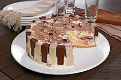 Aprenda essa deliciosa receita de Torta de sorvete com castanha e chocolate tipo Bis®. Ela é muito fácil de fazer, fica muito bonito e todos vão adorar.