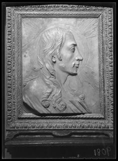 9081 marbre-profil Christ. Metropolitan Museum of Art (New York, N.Y.). Cloisters Library and Archives. Raphael Stora Negative Collection. | Intense beauty of marble relief showing Christ's profile enhanced by play of shadow in photographic negative #Christ #profiles #marble #sculpture