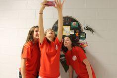 """Uno de los juegos más populares de la semana internacional fue """"Selfies Around the World"""". Los estudiantes tuvieron la oportunidad para entender hechos de países y admirar el trabajo de otros estudiantes."""