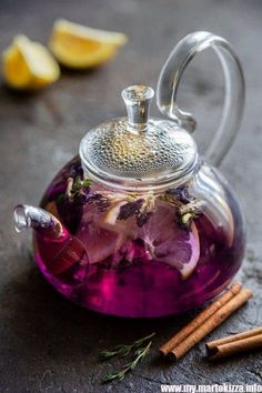 The Red Tea Detox is a new rapid weight loss system that can help you lose several pounds of pure body fat in just 14 days! It involves drinking a special African blend of red tea to help you lose weight fast! Afternoon Tea, Café Chocolate, Pause Café, Fruit Tea, Tea Art, Tea Blends, Kakao, Tea Recipes, High Tea