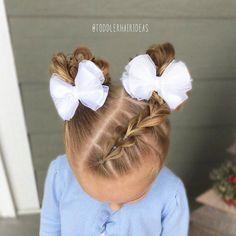 "1,333 tykkäystä, 13 kommenttia - Cami Toddler Hair Ideas (@toddlerhairideas) Instagramissa: ""A diagonal part-line with a pull-through braid on one side up to messy bun piggies!"""