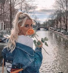 13 coolest denim jackets for women: Jean Jacket outfits to try - Mode Tipps - Girl Girl Photography Poses, Tumblr Photography, Fashion Photography, Editorial Photography, Photo Portrait, Instagram Pose, Instagram Makeup, Insta Photo Ideas, Poses For Pictures