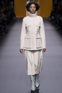 Hermès Fall 2016 Ready-to-Wear Fashion Show  http://www.theclosetfeminist.ca/  http://www.vogue.com/fashion-shows/fall-2016-ready-to-wear/hermes/slideshow/collection#10