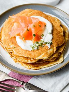 Keto Cream Cheese Pancakes are so easy to make for breakfast! This recipe only needs Suitable for keto diet, low-carb diet, and diabetics. Breakfast And Brunch, Best Breakfast Recipes, Vegetarian Breakfast, Brunch Recipes, Pancake Recipes, Brunch Ideas, Breakfast Ideas, Keto Cream Cheese Pancakes, Keto Pancakes
