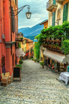 Europe Street, Italy Street, Streets Of Italy, Places In Italy, Places To Go, Travel Around The World, Around The Worlds, Le Vatican, Comer See