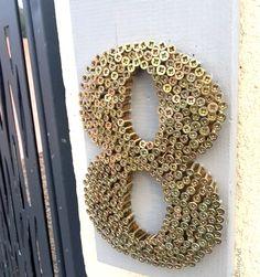 Après avoir emménagé dans notremaison, je voulais un numéro plutôt original et qui en jette devant notreportail.Je pense que c'est l'undes détails les plus souvent négligés dans not… Diy Wooden Projects, Wooden Diy, Diy Pallet Wall, Router Projects, Rustic Art, Pin Art, House Numbers, Diy Design, Diy And Crafts