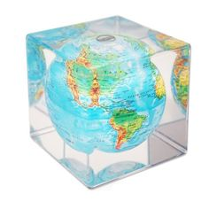 This Earth Globe Appears to Levitate Inside A Transparent Cube http://designwrld.com/this-earth-globe-appears-to-levitate-inside-a-transparent-cube/