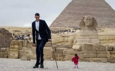 The world's shortest woman met the world's tallest man on Friday for a photoshoot in Egypt. Sultan Kosen from Turkey, who stands 8 feet and 9 inches tall, met Jyoti Amge, the world's shortest woman at cm or 2 feet and 6 inches. Ms Amge, who. Guinness World, Latest World News, Poses For Photos, Tall Guys, Big Family, World Records, Small World, Mount Rushmore, Real Life