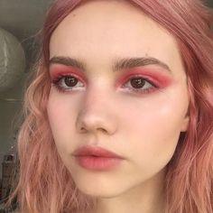 Eye Makeup Tips.Smokey Eye Makeup Tips - For a Catchy and Impressive Look Pink Makeup, Cute Makeup, Pretty Makeup, Makeup Art, Hair Makeup, Red Eyeshadow Makeup, Bold Eye Makeup, Makeup Goals, Makeup Inspo