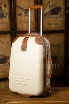 Βαλίτσα βάπτισης trolley για αγόρι και κορίτσι σε κρεμ χρώμα με ταμπά λεπτομέρειες δερματίνης