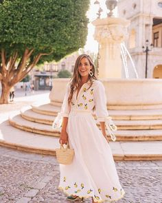 Lemon Print For Dinner in Seville - Gal Meets Glam - lemoncheescake Mode Outfits, Dress Outfits, Casual Dresses, Dress Up, Fashion Outfits, Fashion Deals, Fashion Brands, Modest Dresses, Chic Outfits