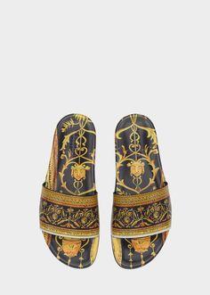 Claquettes Cornici - Imprimer Sandales Sneakers Fashion, Fashion Shoes, Mens Fashion, Versace Slippers, Men S Shoes, Ladies Shoes, Gucci Store, Versace Men, Types Of Shoes