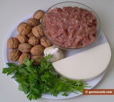 Рецепт мясного рулета с грецкими орехами и сыром